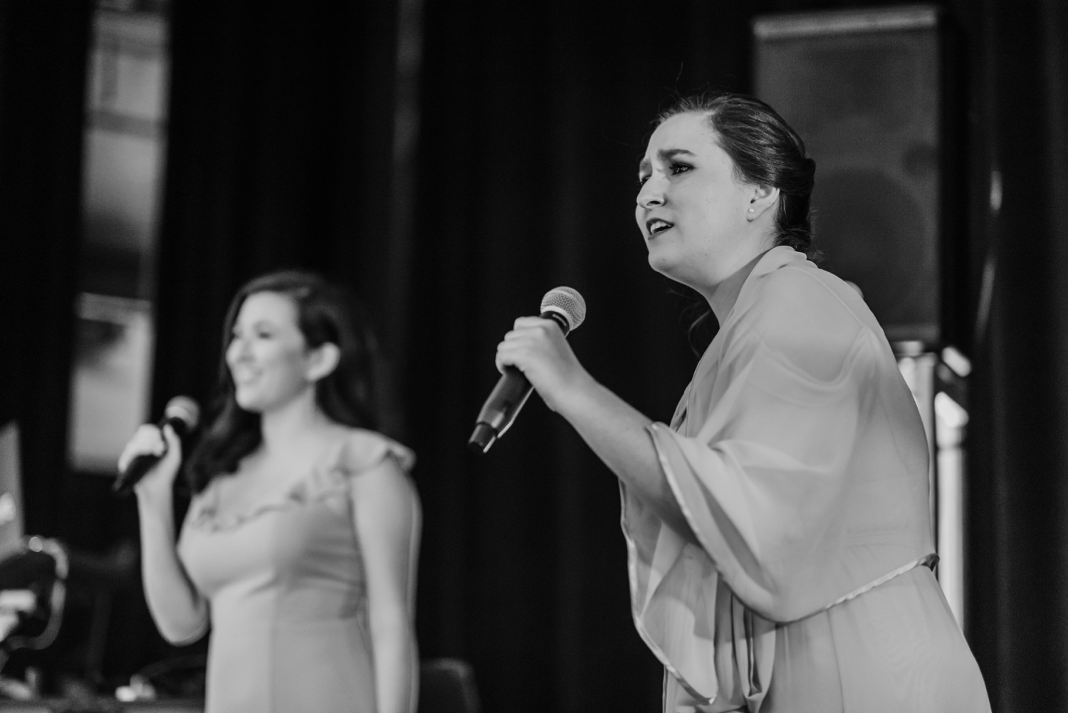 bridesmaids singing original song, The Women's Club of Evanston Wedding Photographer - The Adamkovi, Chicago wedding Photographer