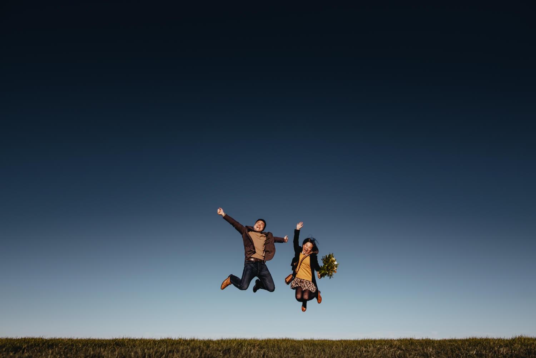 Chicago beach crazy couple jumping - The Adamkovi Photography