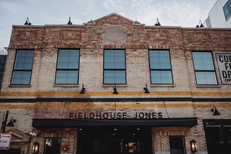 Chicago Elopement photographer - The Adamkovi, Fieldhouse Jones