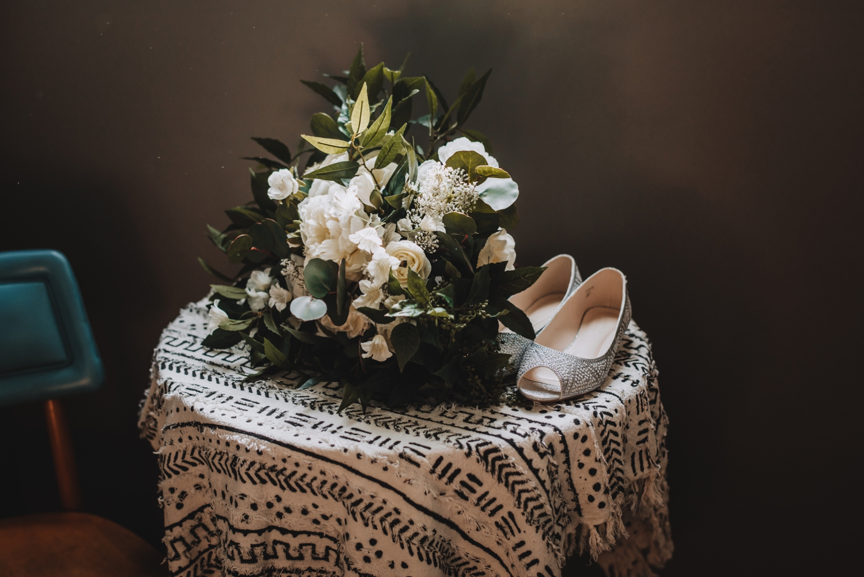 Chicago Elopement photographer - The Adamkovi, bouquet and shoes, wedding details