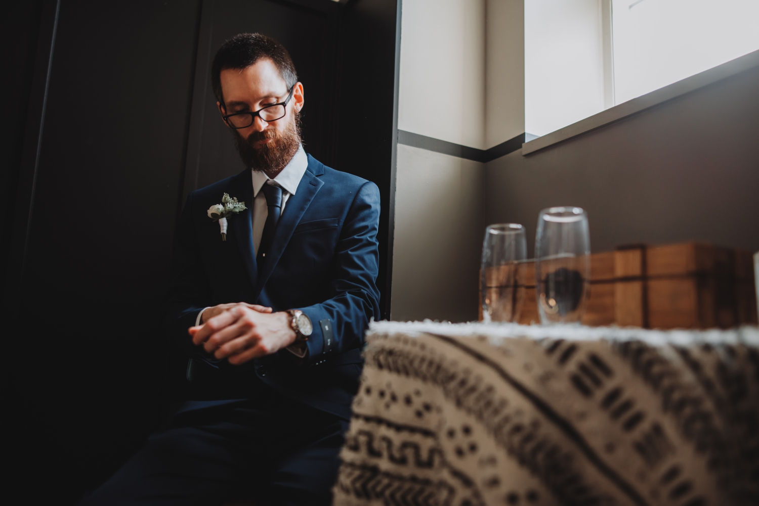 Chicago Elopement photographer - The Adamkovi, groom getting ready