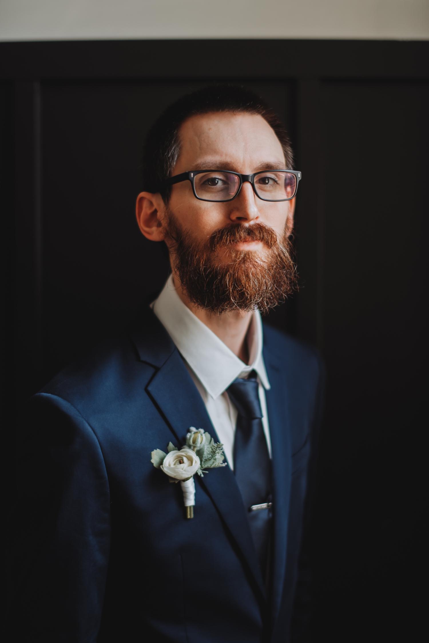 Chicago Elopement photographer - The Adamkovi, groom portrait