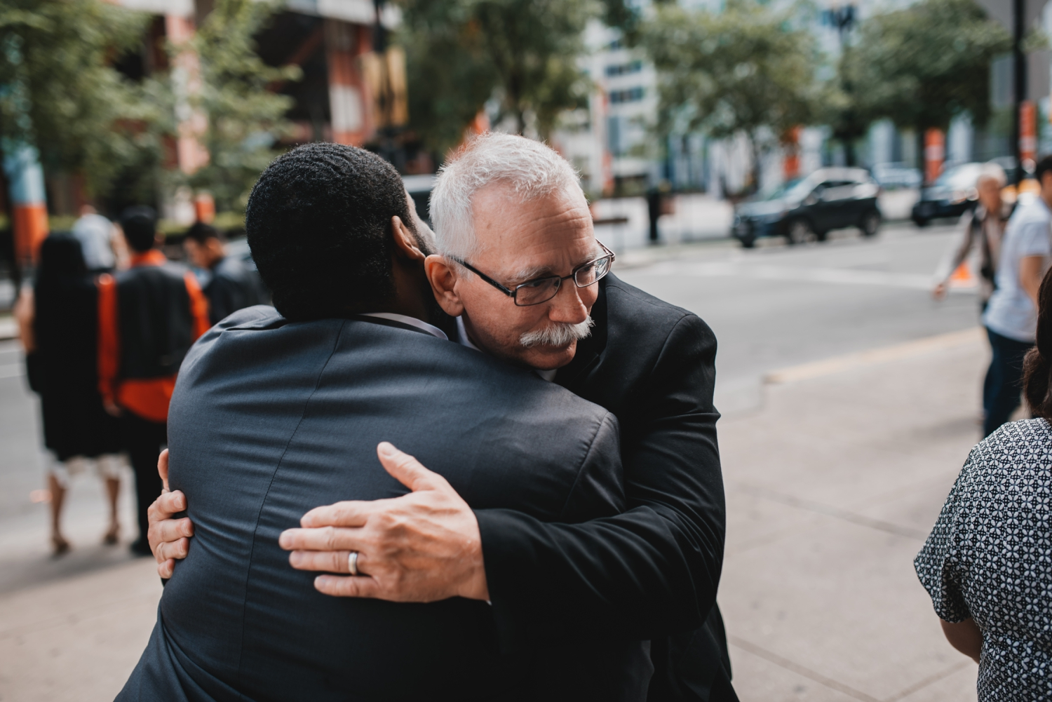 Chicago Elopement photographer - The Adamkovi, father hugging