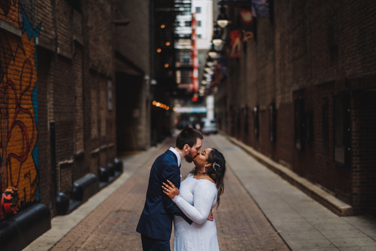 Chicago Elopement photographer - The Adamkovi, bride and groom kissing in the alley