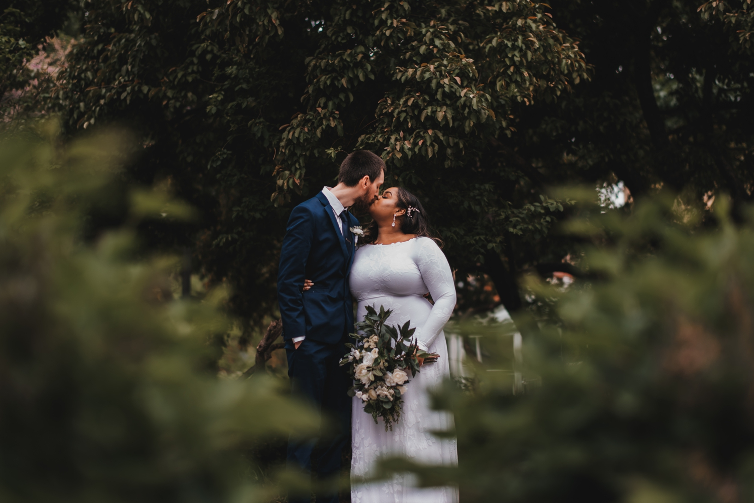 Chicago Elopement photographer - The Adamkovi, bride and groom kissing