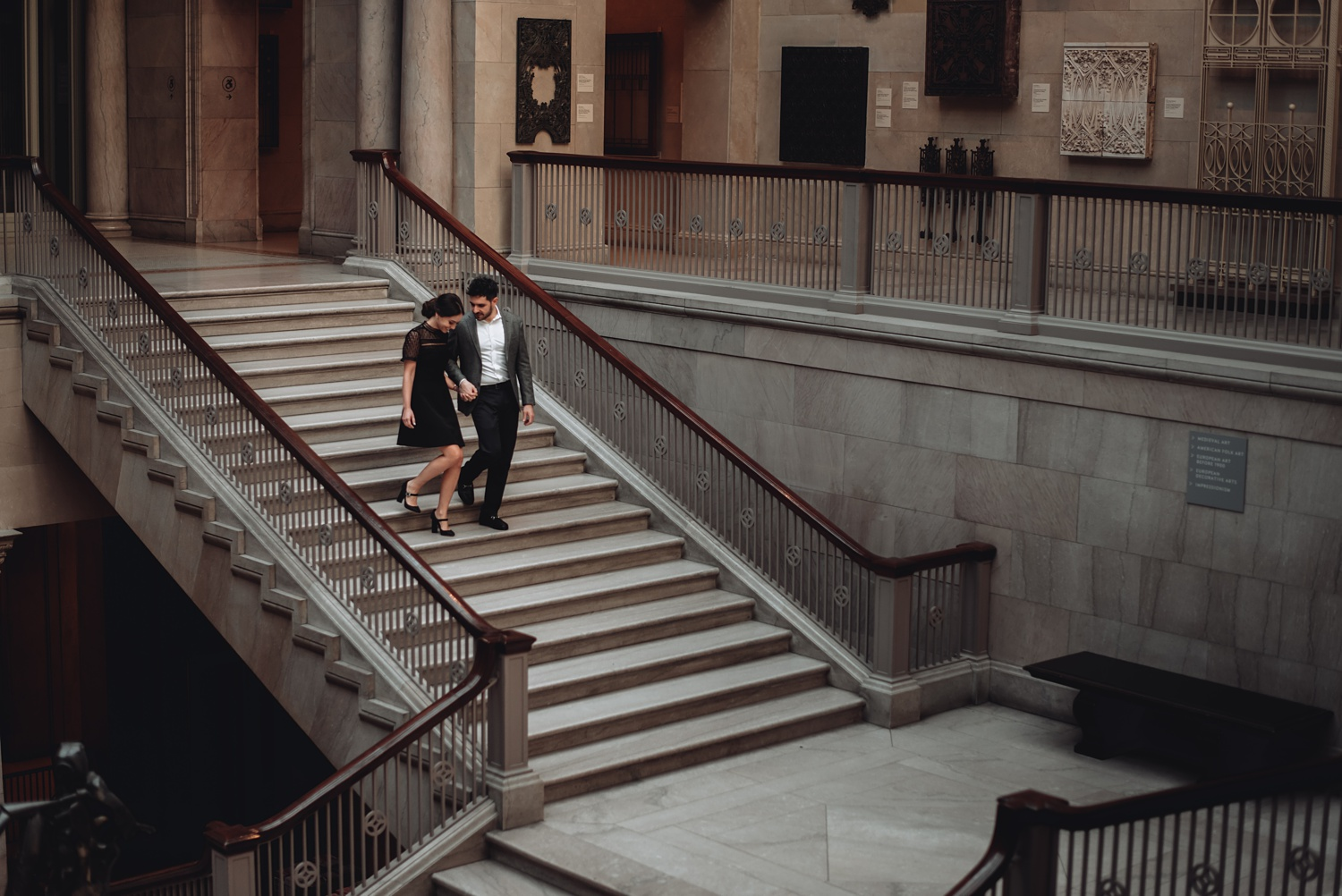 Art Institute Chicago Engagement session - The Adamkovi, grand staircase