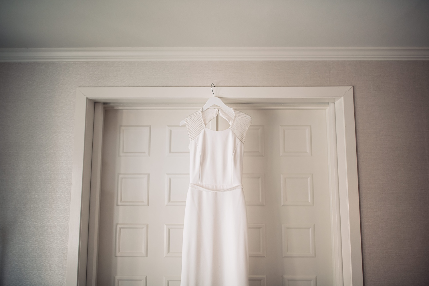 Artifact Events Fall Chicago Wedding - The Adamkovi hanging dress