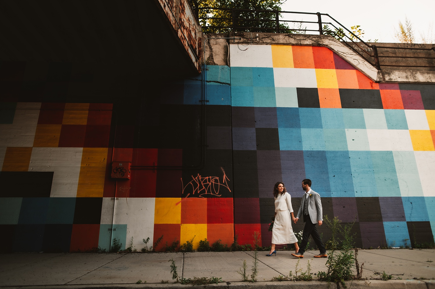 Sunrise Chicago Wedding - The Adamkovi, bride and groom creative portraits, Fulton Market, graffiti, industrial,